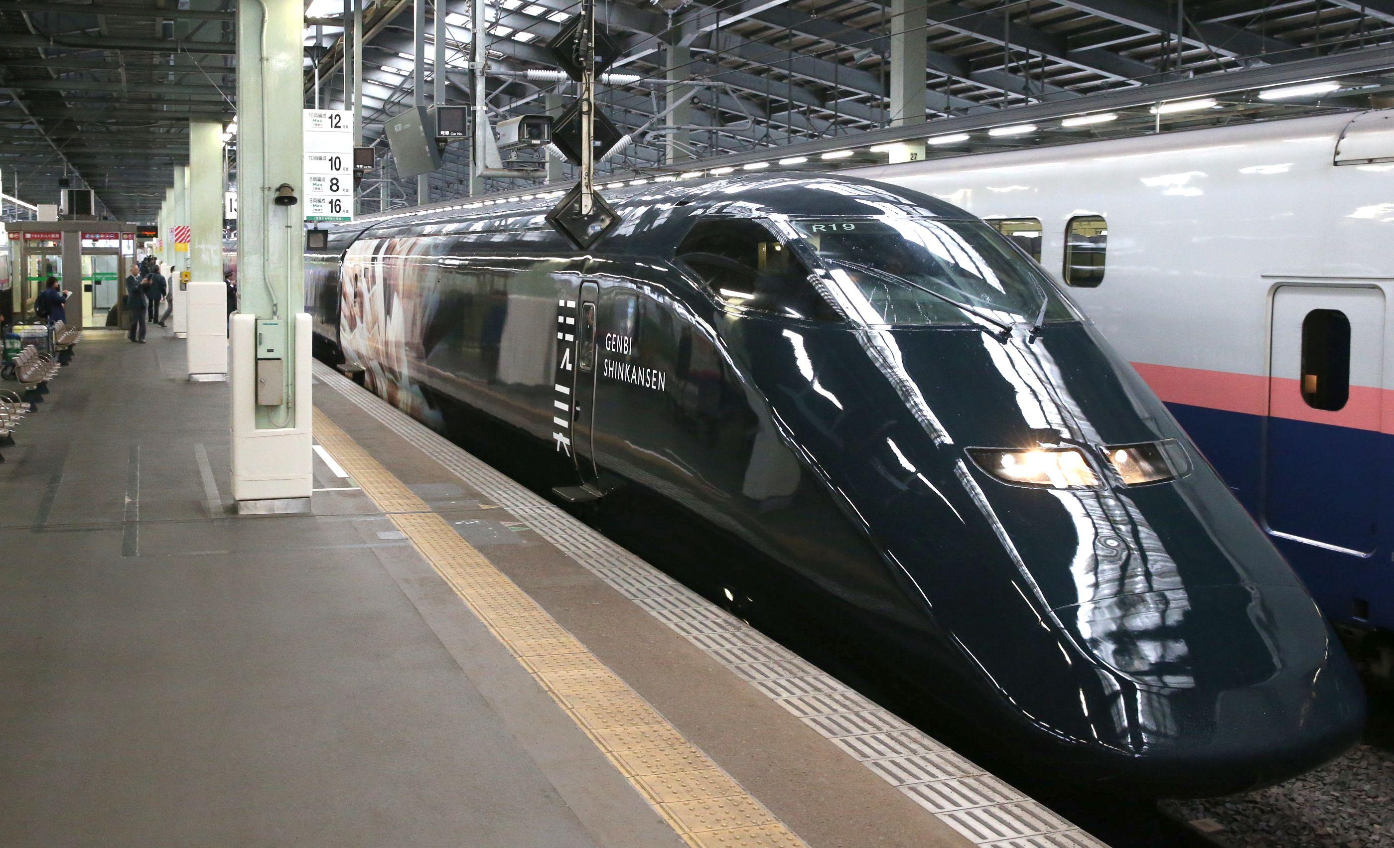 JR新潟駅の新幹線ホームに到着した現美新幹線の先頭部分=12日、新潟市中央区