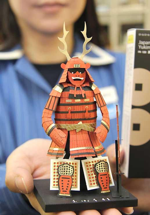 真田幸村の甲冑を紙で精細に再現した立体模型