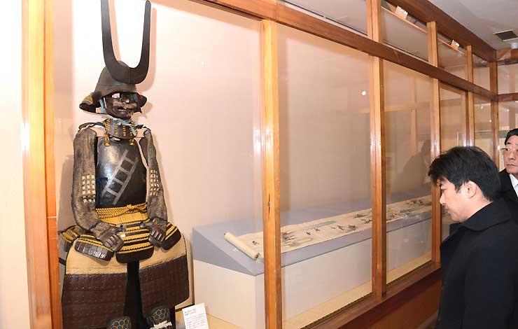 真田宝物館に展示された、真田昌幸が用いたと伝わる「昇梯子の具足」
