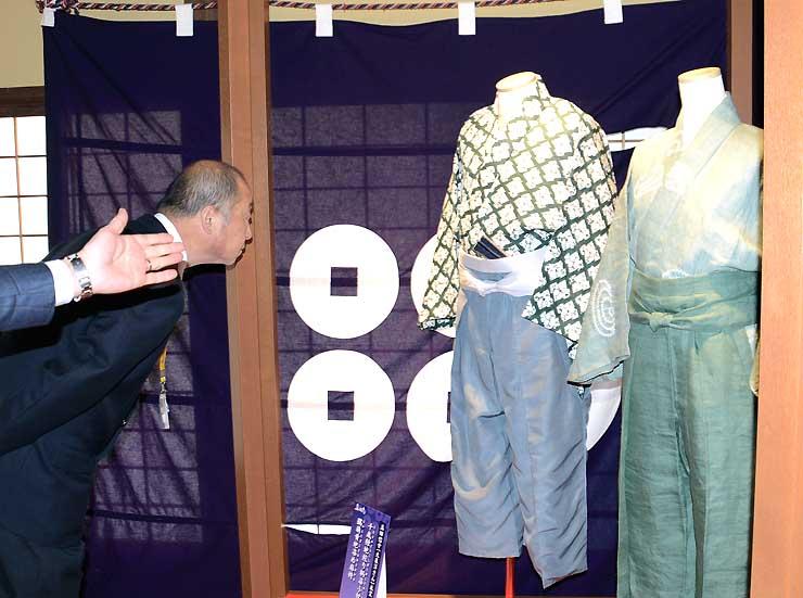 「真田丸」の出演者が身に着けた衣装が展示された真田邸