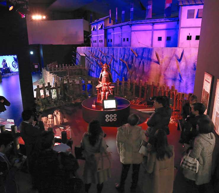ドラマの衣装やセットを展示している「信州上田真田丸大河ドラマ館」=上田市