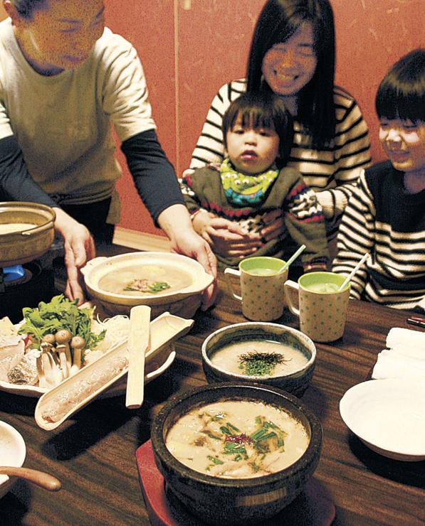 「あったか雑炊・鍋まつり」で提供された雑炊と鍋料理=かほく市内の飲食店