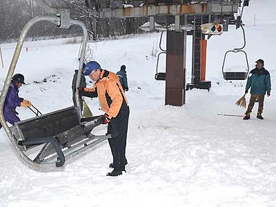 スキー場には「恵みの雪」に 大町と長野で19日オープン