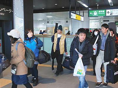 飯山駅1037人降車、スキー客8割 飯山市が調査