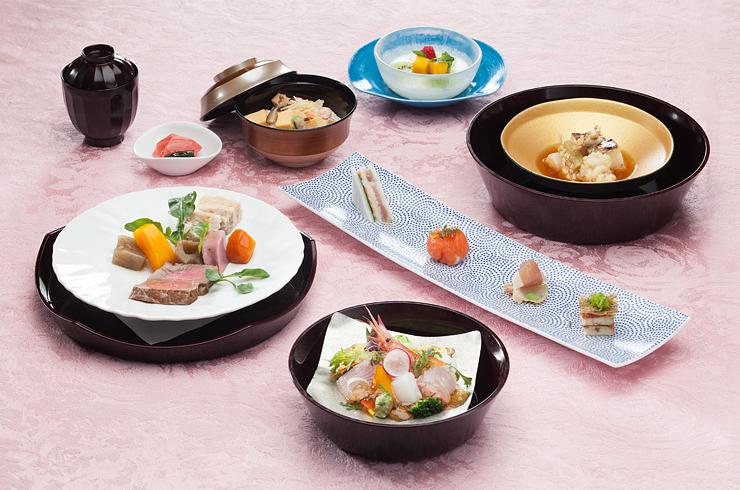 富山らしいメニューで日本一となった有磯海SA下りの「食の玉手箱」