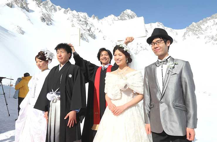 中央アルプス千畳敷で開いた「純白の結婚式」=2014年2月1日