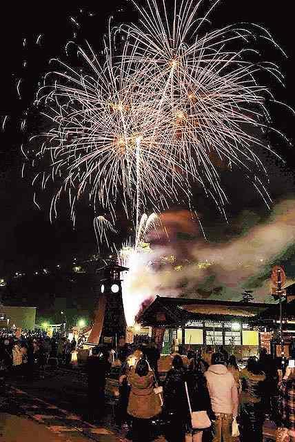 大輪が城下町の夜空を彩った昨年の「結の故郷 越前おおの冬物語」の花火