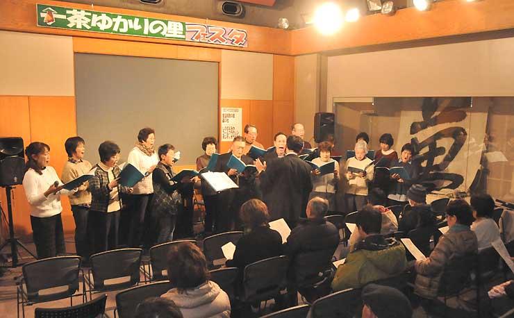 童謡や唱歌を歌う「童謡唱歌の会」のメンバー