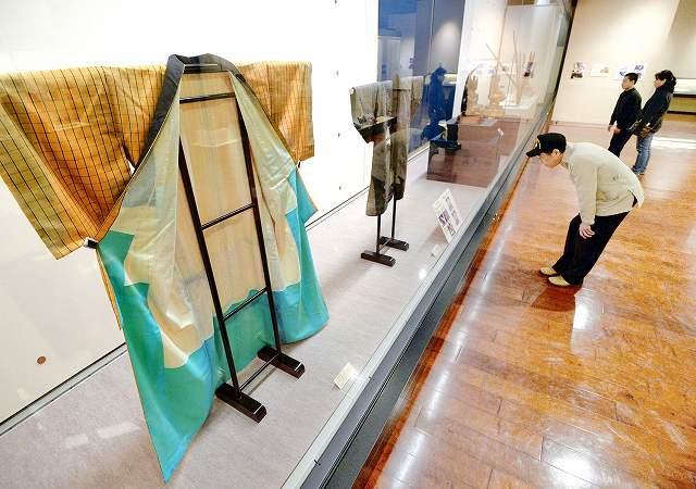 東日本大震災で被災した文化財を紹介する企画展=13日、福井県立歴史博物館