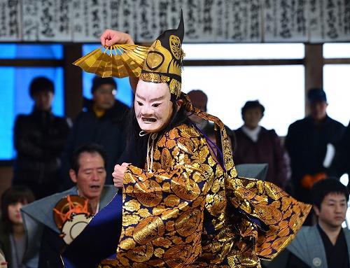 厳かに奉納された水海の田楽能舞=15日、池田町水海の鵜甘神社