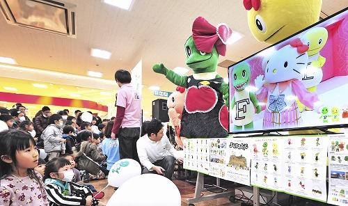 ハローキティとコラボした衣装や動画が披露されたジュラチック誕生2周年記念イベント=21日、福井市のエルパ