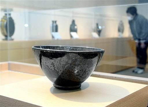 越前町に寄贈された故木村さんの作品が並ぶ記念展=福井県越前町織田の雨田光平記念館