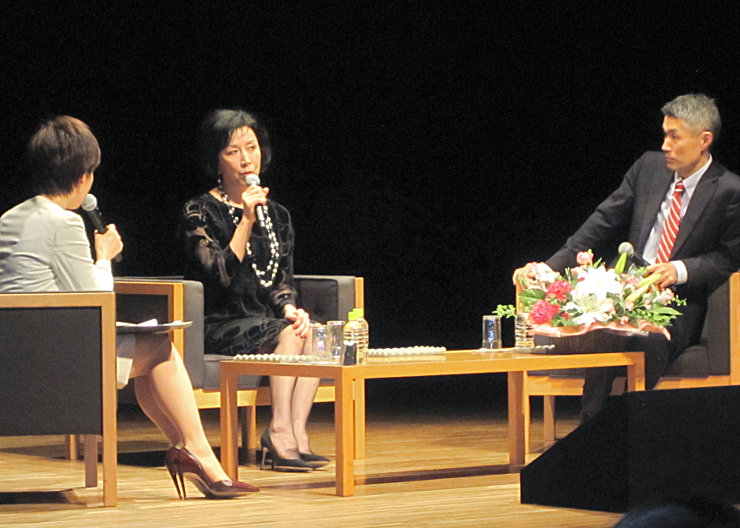 自身が演じる「薫」への思いなどを語る高畑さん(中央)と屋敷さん(右)