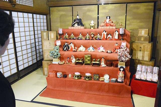 右近家に99年前から伝わるひな人形=福井県南越前町河野の北前船主の館・右近家