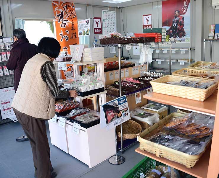 長野市松代地区の特産品などが並ぶ「松代真田丸ショップ」