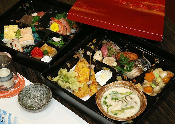 押し寿司やのっぺなど郷土料理が詰まった「景家御膳」