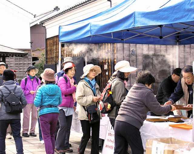 昨年12月に開かれた壱の市=福井県越前市蓬莱町の蔵の辻