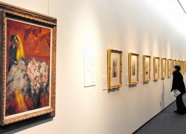 色彩豊かな版画が並ぶシャガール展=福井市の県立美術館