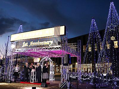 新高岡駅に幻想の光 青と白で新幹線イメージ