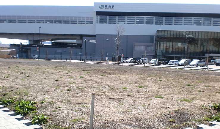 リゾートホテルの建設が計画されていた飯山駅前の飯山市有地=31日