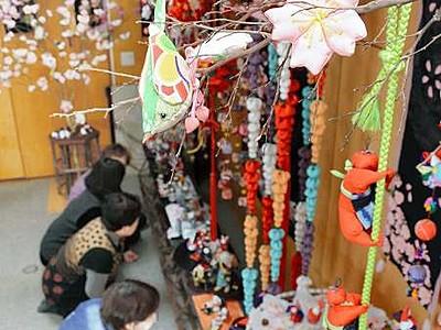 手作り「つるし飾り」がずらり 鯖江の民家で8日から展示