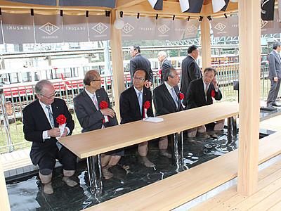 宇奈月温泉駅ホームに足湯オープン