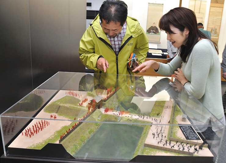 第1次上田合戦での上田城二の丸橋付近の戦いを表現したジオラマ