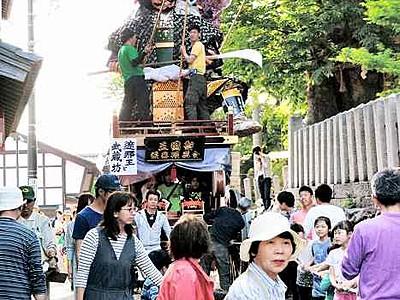 迫力山車出陣待つ 三国祭19日開幕