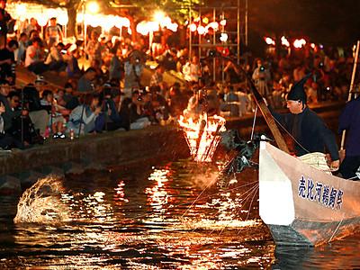 伝統漁 鵜匠が妙技 婦中・田島川で売比河鵜飼祭