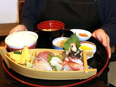相川の飲食店 世界遺産へ応援 金銀山イメージし創作 6月3日から提供