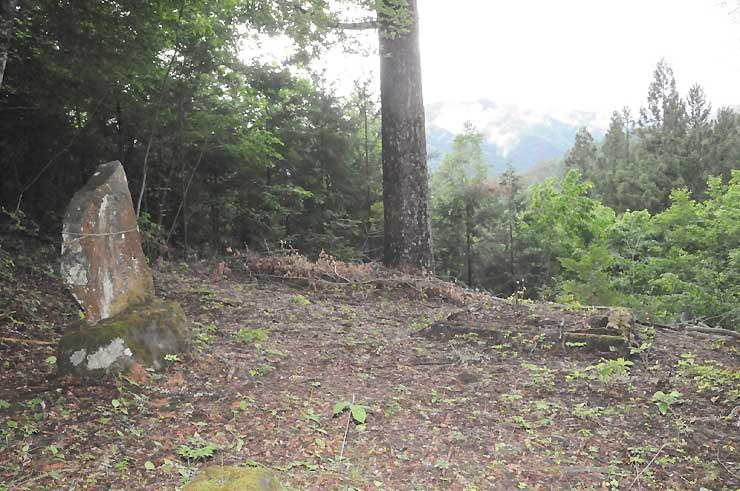 山小屋関係者らが歩く予定の合戸峠。天気が良ければ、御嶽山が見えるという