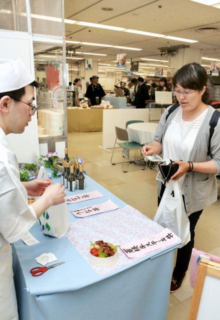 福井市内のこだわりの食が並んだ「ふくいの恵み博」=1日、同市の西武福井店