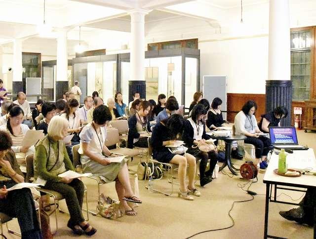 福井県外からも多くの大谷吉継ファンが訪れている吉継カフェ=福井県敦賀市の敦賀市立博物館