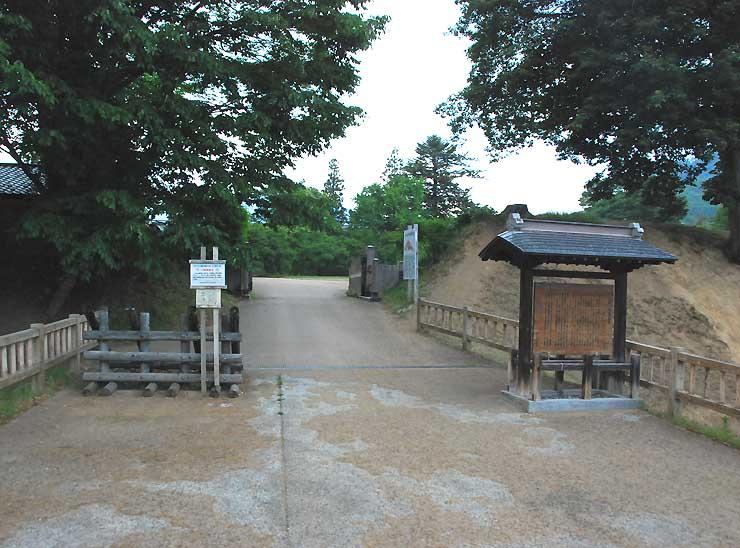 ぶらり散歩で立ち寄る中野市の高梨館跡公園
