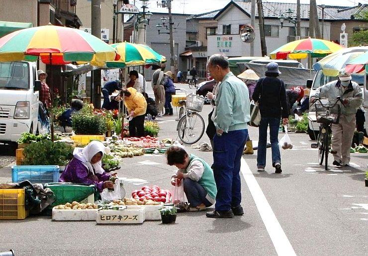 市民に長年親しまれている松浜市。12日には「こらっせ松浜市」が開かれる=新潟市北区松浜本町