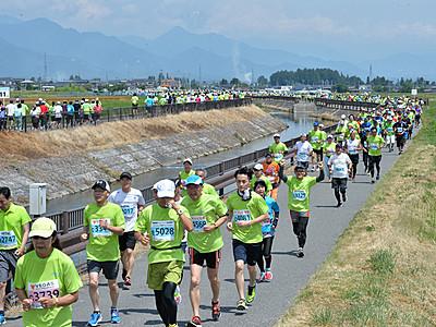 山と緑、走って満喫 安曇野ハーフマラソン
