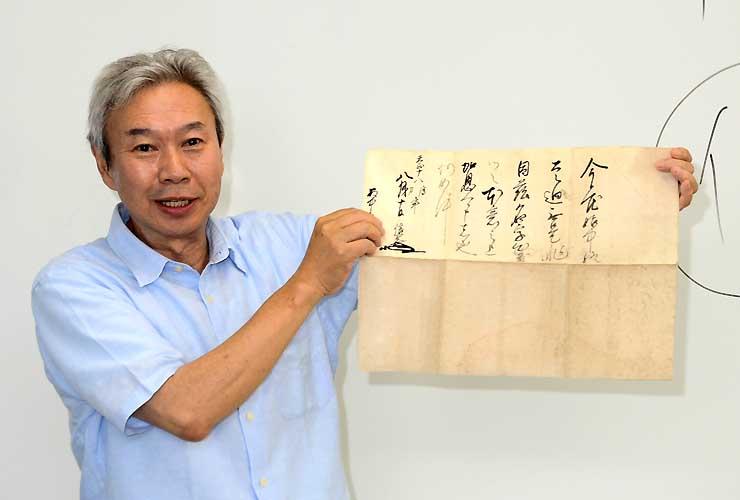 真田信繁の書状の原本とみられる史料を紹介する玉城客員教授