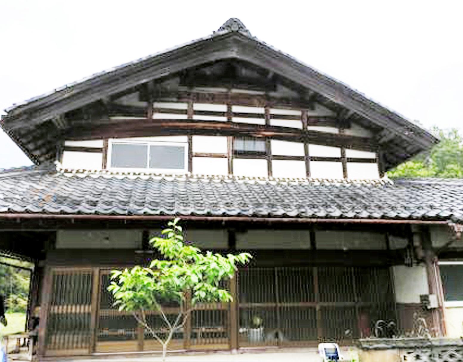 ツアーで回る売却物件の古民家=福井県小浜市中名田地区