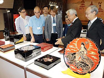 高岡漆器出品作を確認 上海「日本工芸展」関係者が視察