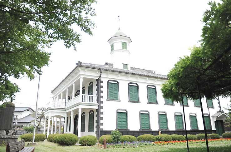 撮影場所として提供される佐久市の旧中込学校