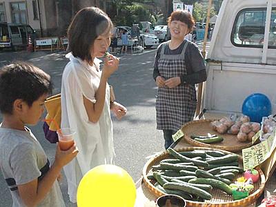「上諏訪温泉朝市」7月10日から 採れたて野菜など販売