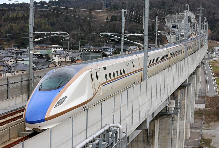 金沢から新潟県境までの17トンネルで携帯電話の通話が可能になる