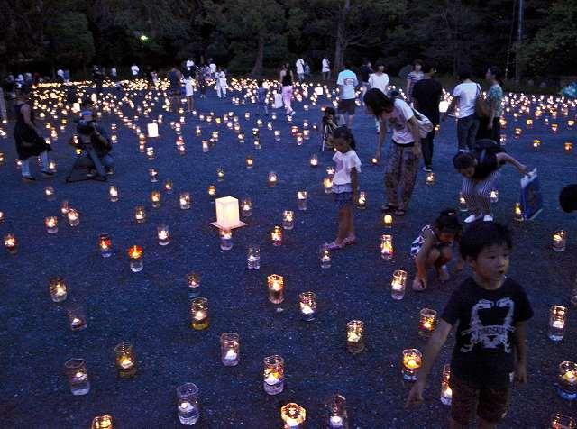 灯籠で幻想的な天の川を演出した昨年の「気比神宮の杜フェスタ」=2015年7月25日夜、福井県敦賀市