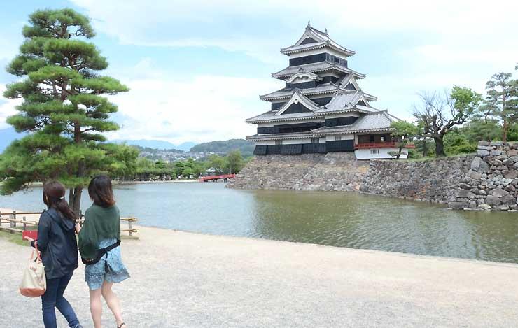 台湾の会社が観光情報番組を作ることになり、松本市は国宝松本城など見どころをアピールする