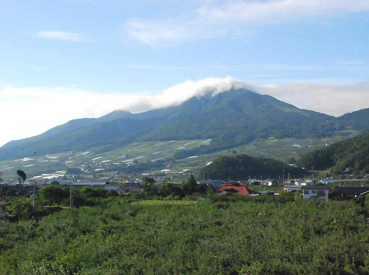 「山の日」に登山イベントが行われる高社山