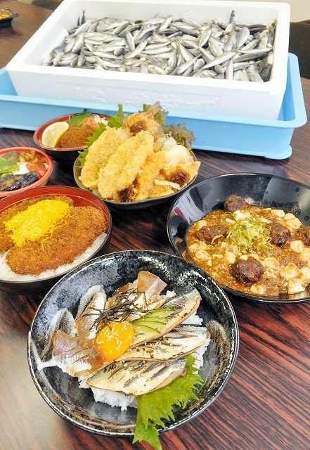 未利用魚(奥)を活用した「おとましい丼」各種=15日、福井市の県水産会館