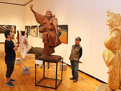多彩な造形美の世界 村上炳人展始まる、高岡市美術館