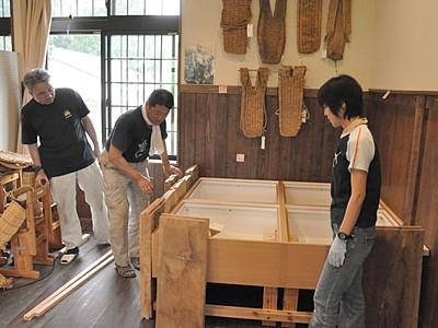 栄村歴史文化館、準備進む 8月開館へ展示品整備