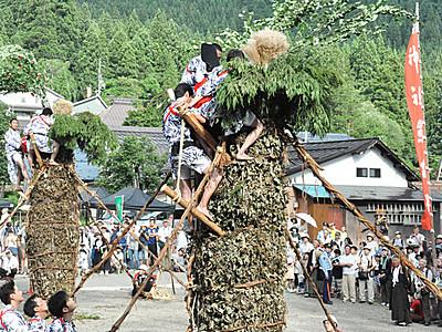 柱松の火、今回は「五穀豊穣」 飯山の小菅神社