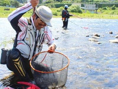 アユ釣り手応え十分 魚野川